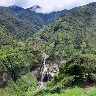 WHY BAÑOS A MUST VISIT IS WHEN TRAVELING TO ECUADOR Baños-de-agua-santa-mountains-waterfall-adoreecuador - Ecuador & Galapagos Tours
